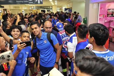 Los jugadores se dieron el tiempo necesario para tomarse fotos con sus aficionados.