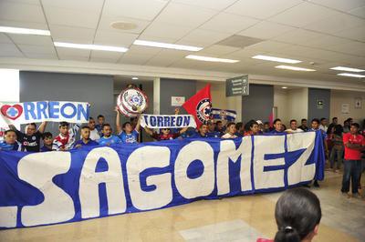 Aficionados de Gómez Palacio también se dieron cita para apoyar a Cruz Azul.
