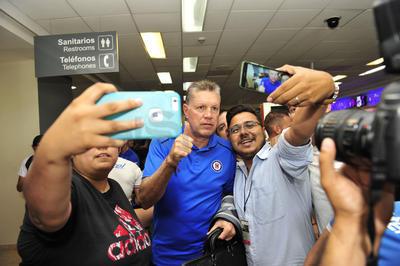 El director deportivo de La Máquina, Ricardo Peláez, también fue de los más pedidos para la foto.
