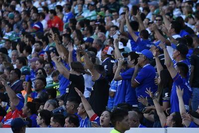 El Estadio Corona lució abarrotado de fanáticos de ambos equipos.