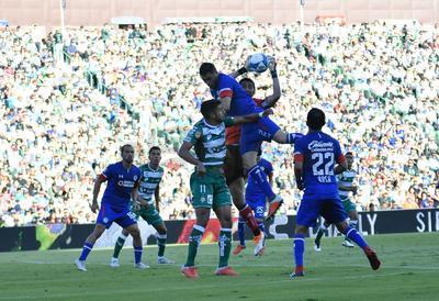 Santos salva un punto frente al líder