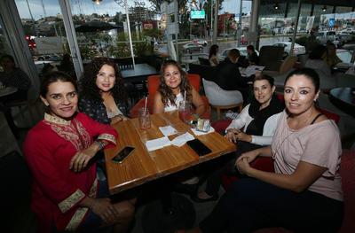 Sandra Cháirez, Maricarmen Moreno, Vero Barraza, Vero Ávila y Jessica Pérez.