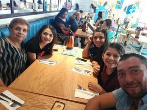 28082018 María Estela con Andrea, Karen, Dany y 'Chato'.