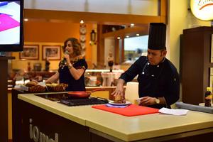 29082018 Los reconocidos chefs compartieron útiles consejos con las asistentes.