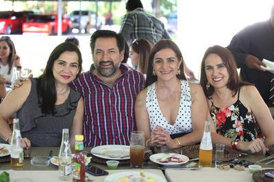 Laura Muñoz, Gerardo González,  Diana y Gen.