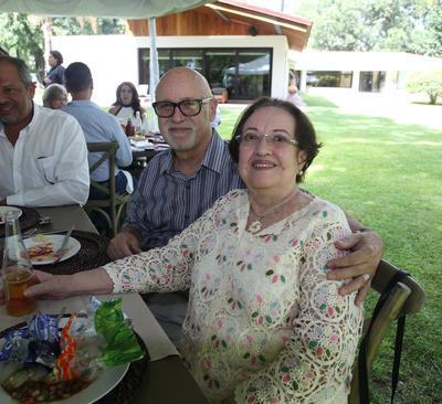 Adolfo Castañeda González y Sra.