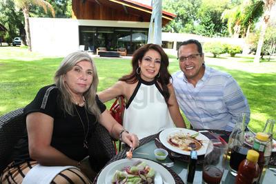 Consuelo Navarrete, Marcela Ramírez y Martín Martínez.