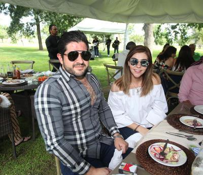 Javier Elizondo y Paola Barrera.