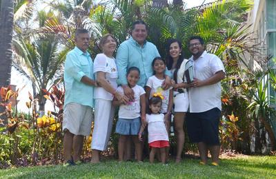 30082018 Familia Moreno de vacaciones en Mazatlán.