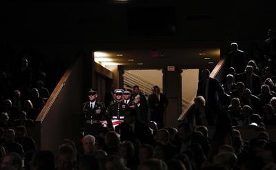 Este veterano de la contienda de Vietnam y prisionero de guerra durante cinco años será enterrado el domingo en la base naval de Annapolis, en Maryland.