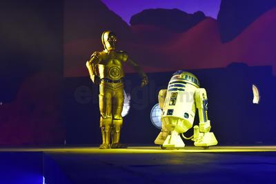 Cientos de laguneros acudieron a la premiere del espectáculo Guerra Galáctica.