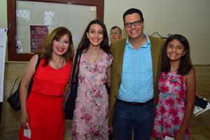 31082018 EN EL TEATRO..  Blanca, María, José Luis y Gaby