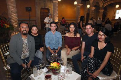 Juan José Vázquez, Nidia González, Aldo Rosales, Fabiola Campuzano, Alonso Santillán y Anilú Gallegos.