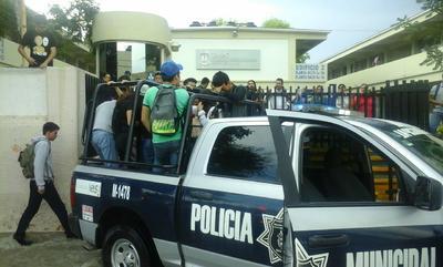 Asimismo se realizaron labores de rescate en algunas instituciones educativas.