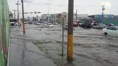Algunas calles y bulevares principales sufrieron los efectos de las lluvias en La Laguna.