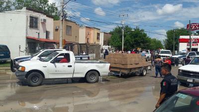 Desde temprana hora, empleados del municipio realizaron la entrega de kits de limpieza a los ciudadanos.