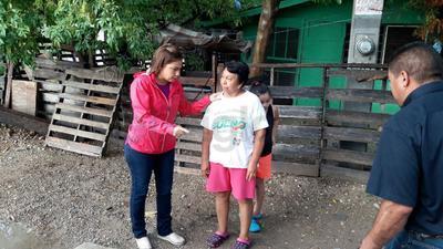 Sonia Villarreal, alcaldesa de Piedras Negras, encabezó la entrega de apoyos.
