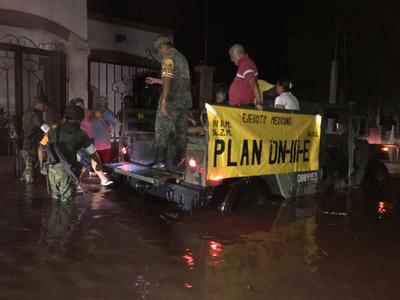 Hasta el momento son mil 200 personas en el municipio de Ahome que han tenido que salir de sus hogares para refugiarse en albergues.