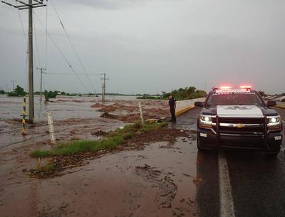 En el caso de las carreteras que unen a la capital de Sinaloa, Culiacán, con comunidades del estado de Durango, el reporte al cierre de esta edición indicaba que se mantenían abiertas.