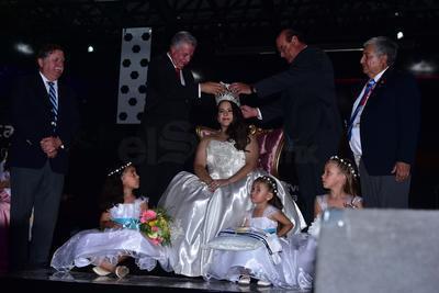 Antes del espectáculo de Los Ángeles Negros, se llevó a cabo la coronación de la reina de la feria, Ana Karen I, le entregó la corona la saliente, Valeria Ximena Salas.