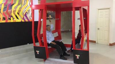 Asistentes vieron y participaron en la exposición.