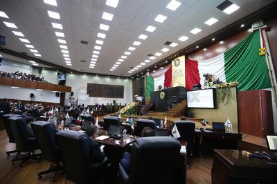 Pasadas las 11:00 horas dio inicio la Sesión Solemne mediante la cual el mandatario estatal rindió cuentas por segunda ocasión ante el Congreso del Estado de Durango.