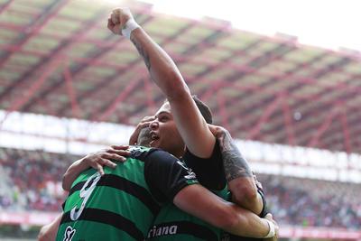 Así festejaron los jugadores de Santos la anotación.