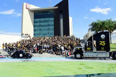 Como cada año, aficionados de los Steelers se reunieron para tomarse la foto oficial.