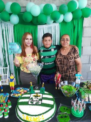 02092018 FESTEJA 10 AñOS.  Azael Ortiz Ponce acompañado de su hermana, Lupita Ponce, y su abuelita, María Fernanda.