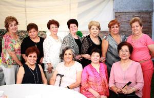 02092018 POSAN PARA LA FOTO.  Elvira Pons de Ramírez con sus amigas en su fiesta de cumpleaños.
