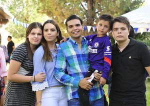 02092018 CELEBRA SU CUMPLE.  José Gerardo con sus primos: Paulina, Gaby, Jorge y Jesús.