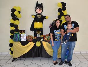 02092018 BATI FIESTA.  Iker Matías Chávez García con sus papás: Diana García y Carlos Chávez, en la fiesta que le organizaron con motivo de su primer año de vida.