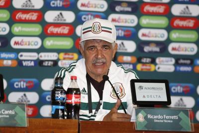 El entrenador brasileño fue presentado este mediodía para dirigir los partidos amistosos ante Uruguay y Estados Unidos, en Houston y Nashville, respectivamente.