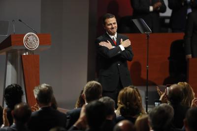 """""""Mi más sentido agradecimiento a México a toda su gente... Ha sido el más alto honor de mi vida, servir a las y los mexicanos con pasión, entusiasmo, alegría, patriotismo y entrega. Ha sido el más alto honor de mi vida, servir a México, como Presidente de la República"""", puntualizó."""