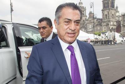 A las afueras del Palacio Nacional, desfilaron personajes de la política y espectáculo. El gobernador de Nuevo León, Jaime Rodríguez Calderón, a su llegada al Informe.