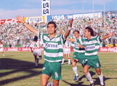 El sinaloense sumó 205 goles con el cuadro de Santos Laguna.