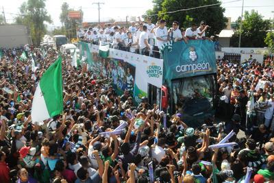 Desfile del cuarto campeonato de los Guerreros.