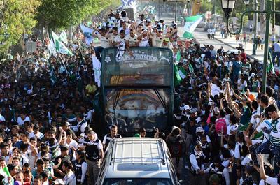 Desfile del quinto campeonato de Santos Laguna, mismo que se obtuvo en Querétaro.