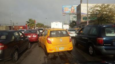 Lluvias paralizan tráfico en La Laguna