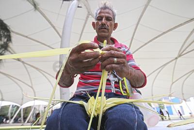 Actividad. Algunos de los indigentes encontraron una forma de ganarse la vida, aplicando sus capacidades en un trabajo.