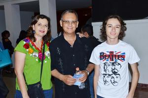 04092018 Martha, Alejandro y Alex Pérez.