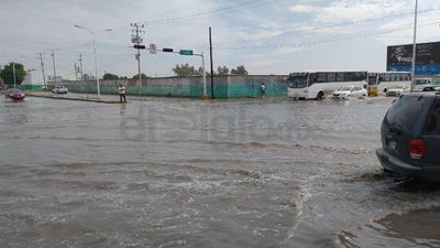 Cruce de avenida Juárez y calzada México.