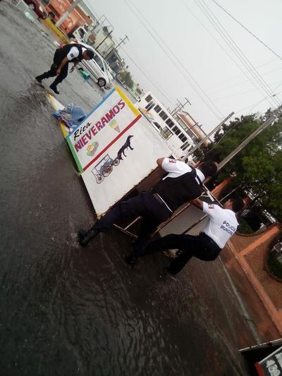 En Saltillo, las inundaciones se registraron en colonia Cerro del Pueblo, Magisterio, Chapultepec, Ojo de Agua, Guayulera, Doctores, calle Victoria Zona Centro y calle Abasolo.