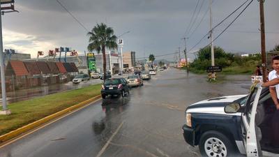 Autoridades cerraron algunas vialidades por las fuertes lluvias en Saltillo.