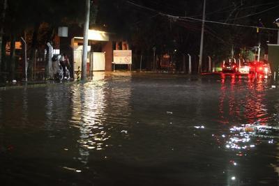 En la calle Salvador Nava esquina con Porras se derrumbó una vivienda