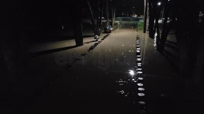 En espacios como bulevar Dolores del Río y Canelas quedaron varados más de 15 coches.