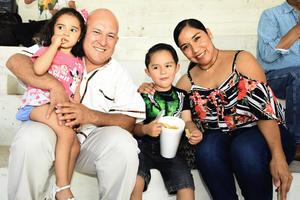 05092018 EN LOS TOROS.  Familia Hernández Castillo.