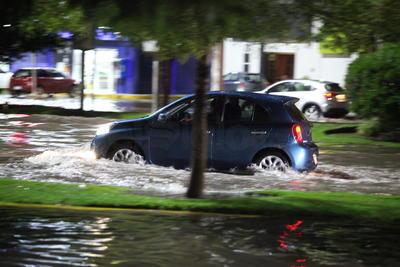 La Policía Municipal, elementos de bomberos municipales y de la Coordinación Estatal de Protección Civil implementaron operativos para atender a los afectados.