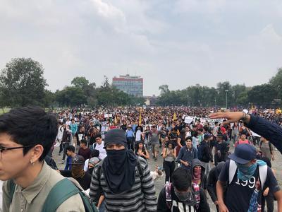 Miles marchan en la UNAM contra la violencia