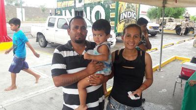 Las familias recibieron apoyo por parte de las autoridades.